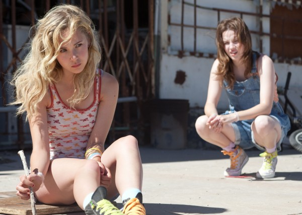 juno-temple-kay-panabaker-little-birds-3-600x427