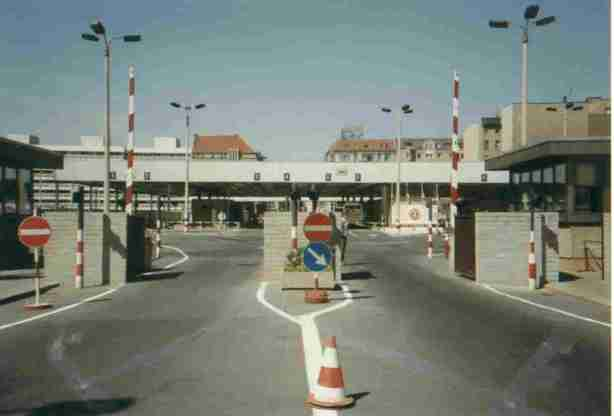 checkpoint_charlie1990