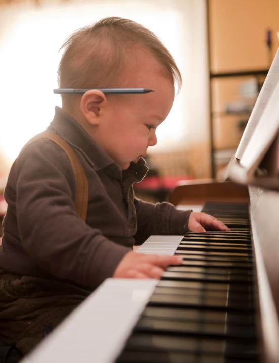 piano_baby_iStock_000018842742Small