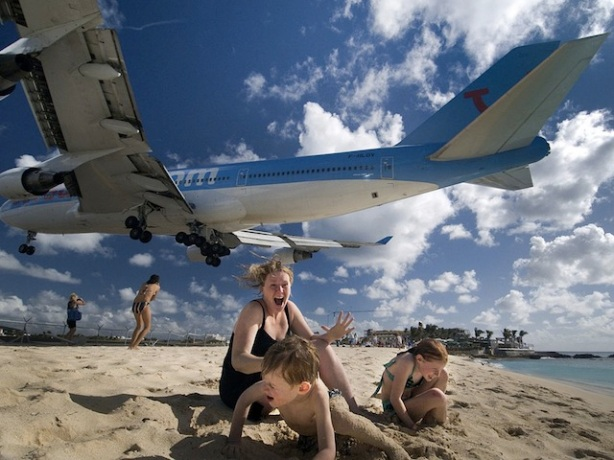 st-maarten-jet-fly-over_23943_990x742