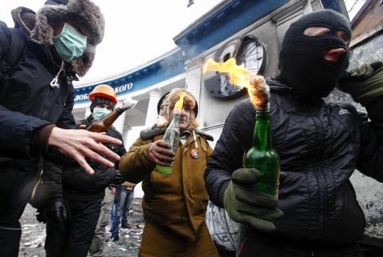 ukraine-molotov-reuters-210114_540_362_100