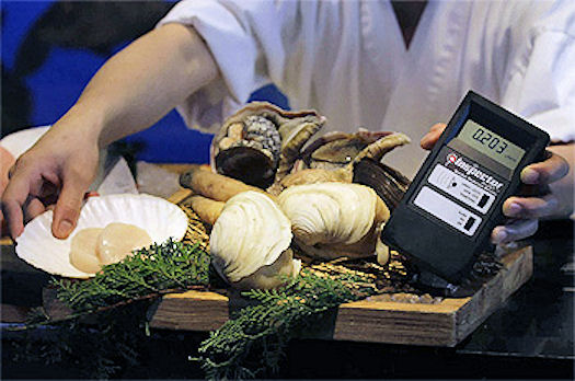 Gieger-Counter-Detects-Radiation-in-Japan-Seafood