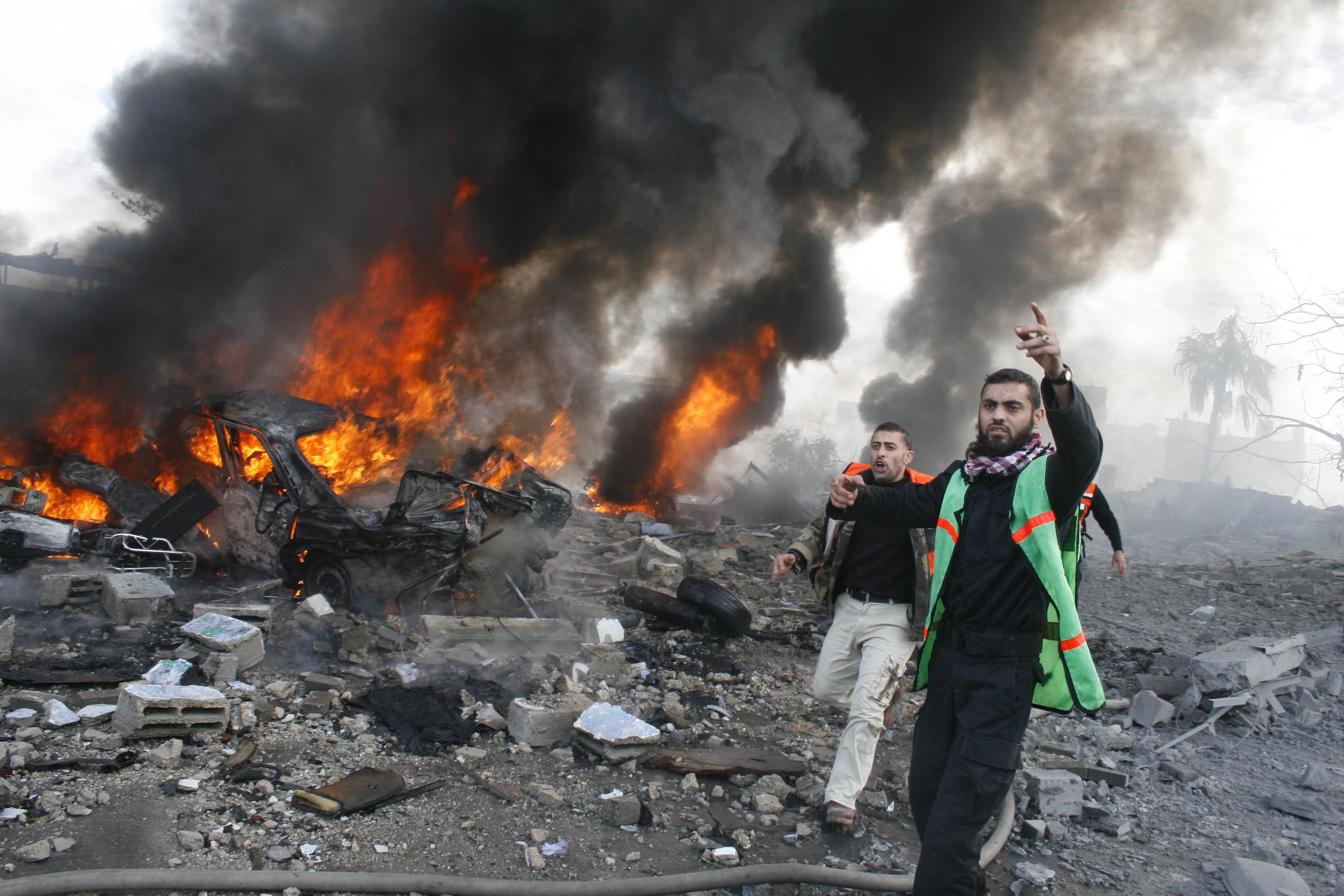 111229-gaza-bombing