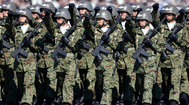 Members of Japan's Self-Defence Forces' airborne troops march during the annual SDF troop review ceremony at Asaka Base in Asaka, near Tokyo October 27, 2013. Japanese Prime Minister Shinzo Abe, in an interview published on Saturday, said Japan was ready to be more assertive towards China as Beijing threatened to strike back if provoked. REUTERS/Issei Kato (JAPAN - Tags: POLITICS MILITARY) - RTX14PU2