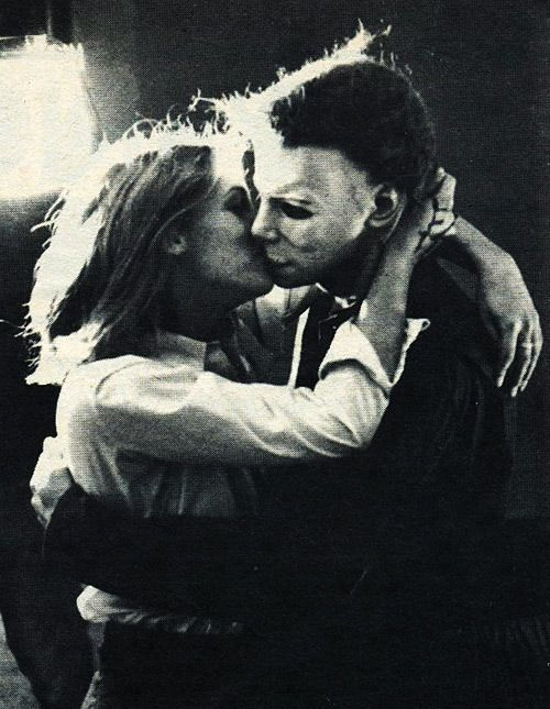 behind-the-scenes-moments-from-horror-films-that-may-make-you-fear-them-less-incest-695904