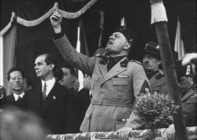 Bundesarchiv_Bild_102-09844,_Mussolini_in_Mailand.jpg