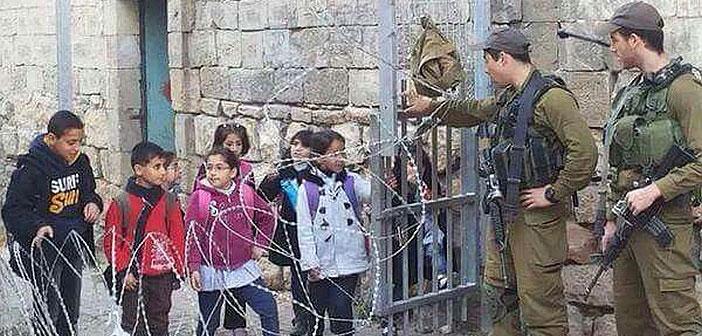 palestine-school-children-cross-israeli-checkpoint